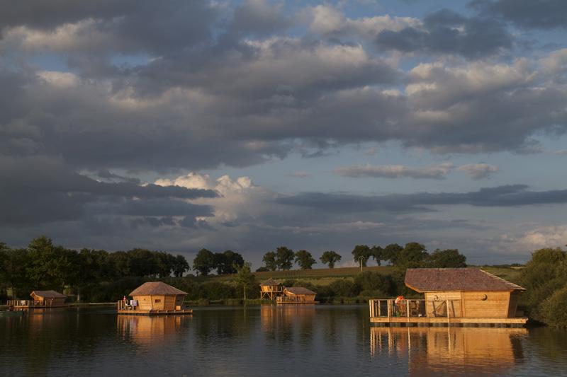 Coucher de soleil village flottant Pressac
